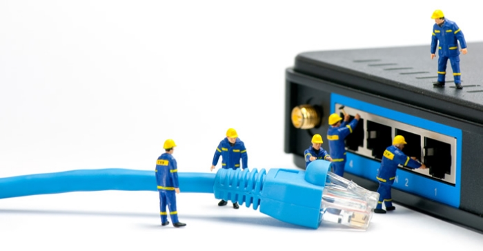 men-servicing-router